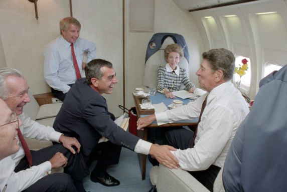 Ronald_&_Nancy_Reagan,_Ken_Khachigian,_Larry_Speakes,_Don_Regan,_and_Dennis_Thomas_aboard_Air_Force_One