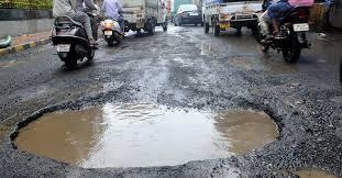 شہر کی خستہ حال سڑکیں تجارت و معیشت پرکاری ضرب