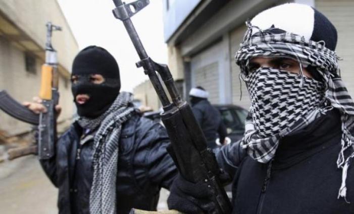 شوپیان میں بندوق بردار نمودار، ادویات فروش پر حملہ