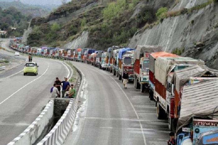 سرینگر جموں شاہراہ دوسرے روز بھی ٹریفک کی آمد رفت کے لئے بند