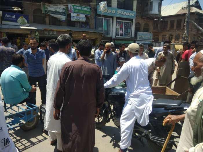 ترال میں چھاپڑی فروشوں کا احتجاج