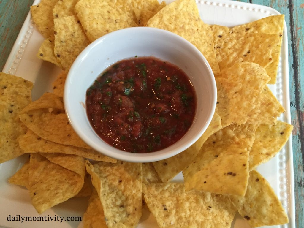 homemade-salsa-with-chips
