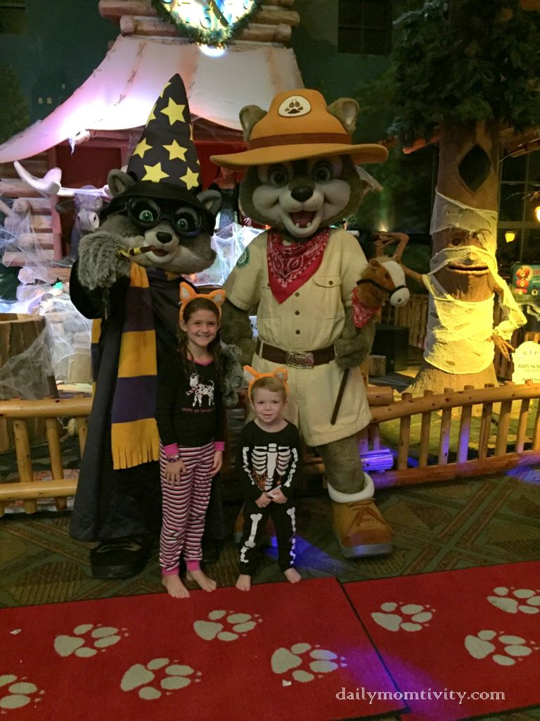 Great Wolf Lodge in Grapevine, TX. Mom Tips and Tricks for a fun stay-cation