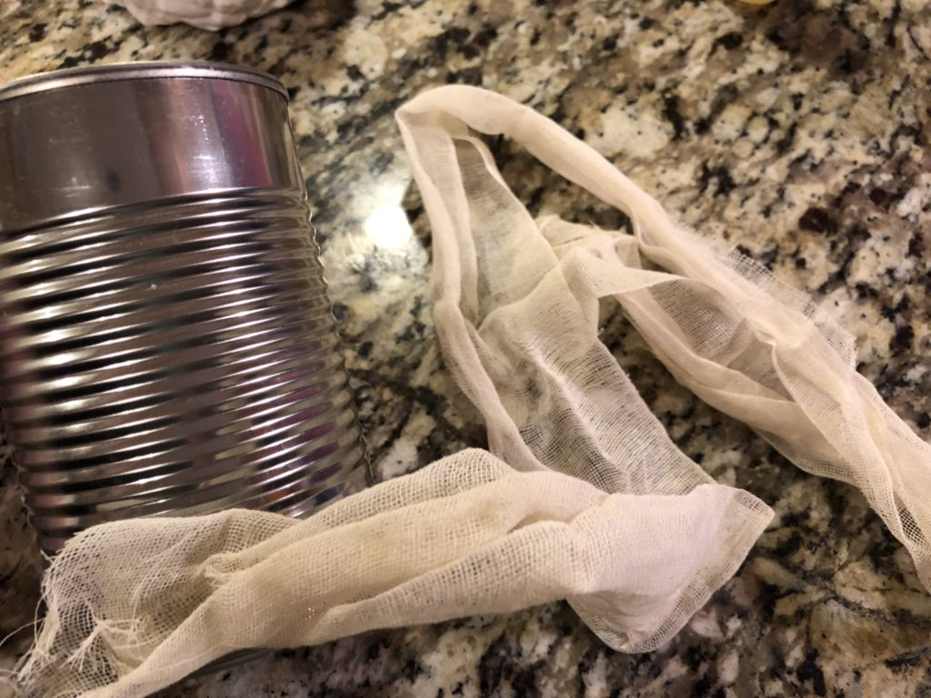 Mummy  Candy Cans (A DIY Halloween Party Favor Idea)