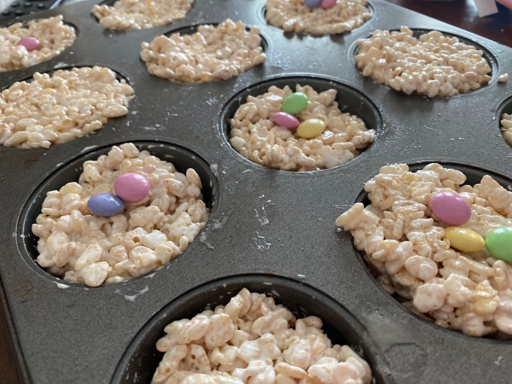 Rice Krispie Bird Nests, the perfect snack to make with kids this Easter