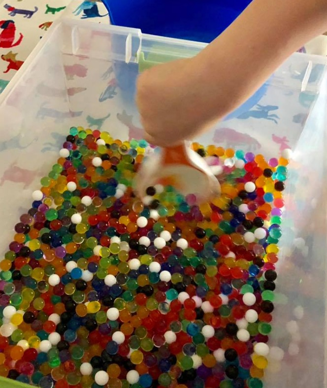 Water Beads, A perfect sensory activity for kids! This is great for preschool and up for hands on fun #sensory dailymomtivity.com