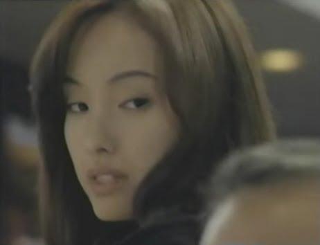 ブロンドヘアーの千葉麗子さん