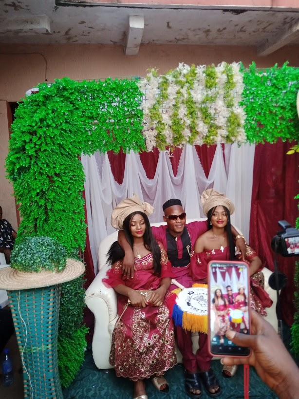 Identical twin sisters allegedly marry same man [photos]