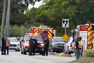 2 FBI agents killed, others injured while serving warrant in Florida [Video]