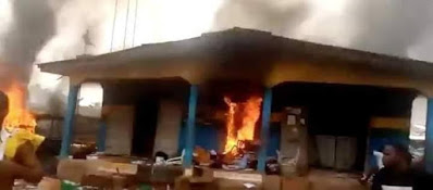 Over hundred hoodlums set ablaze Abia police station, kill policeman, free suspects