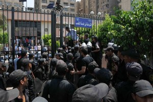 Clashes between lawyers and policemen in front of Nasr city police station in July. (PHOTO BY MOHAMED OMAR)