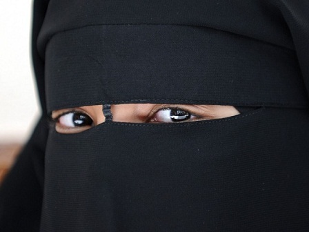 Incidents of women wearing Niqab attacking and preaching the liberties of others are increasing (file photo) (AFP FILE PHOTO / FRED DUFOUR)