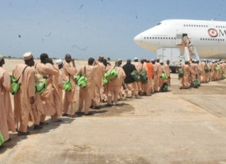 Pilgrims queuing up to board aircraft for 2014 Hajj.