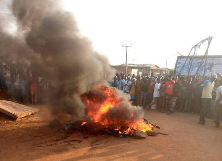 3 armed robbers set ablaze in failed bank robbery in Oyo - Daily ...