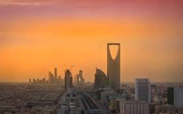 سعودی عرب میں اونٹ پر بیٹھ کر گشت کرنیوالے باوردی شخص کی ویڈیووائرل لیکن یہ دراصل کون تھا؟ معمہ حل ہوگیا