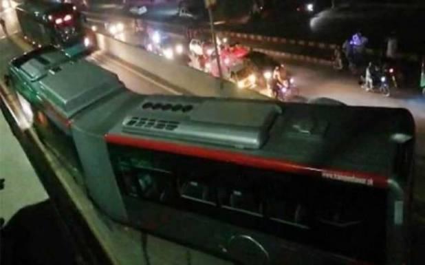 پشاور بی آر ٹی بسوں میں آگ کیوں لگ رہی تھی؟ چینی کمپنی نے پتہ لگالیا