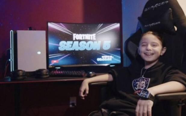 8 سالہ بچہ جو انٹرنیٹ پر ویڈیو گیمز کھیل کر 50 لاکھ روپے کماتا ہے
