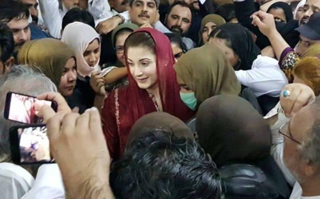"""""""نیب کہتا ہے کہ میں یہاں آ کر سلام کیوں کرتی ہوں اور ۔۔""""مریم نواز کی اسلام آباد ہائیکورٹ میں صحافیوں سے غیر رسمی گفتگو"""