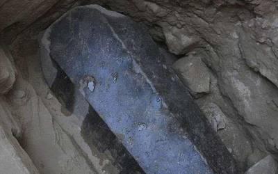ماہرین نے ہزاروں سال پرانا 30ٹن وزنی تابوت بالآخر کھول ڈالا، اس کے اندر کیا چیز تھی؟ دیکھ کر آپ کے بھی رونگٹے کھڑے ہوجائیں گے
