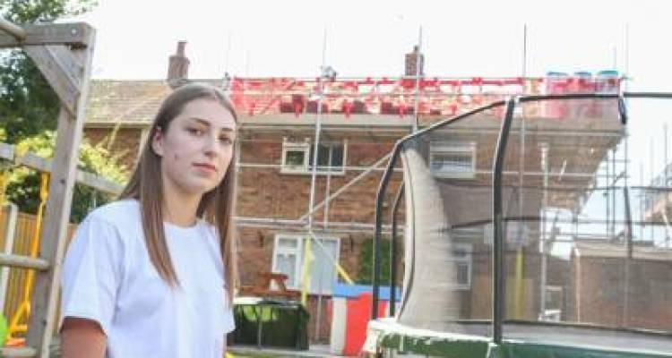 17سالہ لڑکی سو کر اُٹھی تو کمرے کی چھت سے ٹانگیں لٹک رہی تھیں، یہ کون تھا؟ حقیقت سامنے آئی تو مزید پریشان ہوگئی کیونکہ ۔۔۔