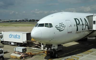 ٹیک آف کرتے ہی والدہ کے انتقال کی خبر پر مسافر روپڑا' پائلٹ نے طیارہ اتار کر آف لوڈ کر دیا