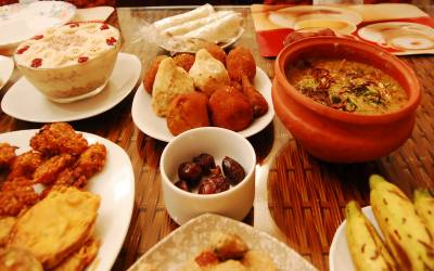 افطاری کے وقت کون سی غذائیں استعمال کرنی چاہئیں؟ نیوٹریشنسٹ نے مشورہ دے دیا