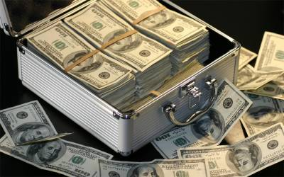 اوپن مارکیٹ میں ڈالر کی قیمت آسمان چھونے لگی