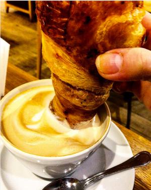 caffeinomane, dipendenza dal caffè, cappuccino