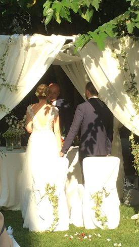 stefano e magda sposi all altare