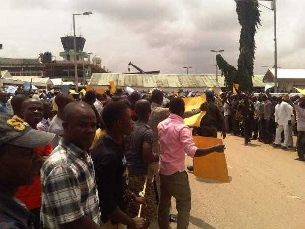 Anti-Amaech1-Airport-Protest1