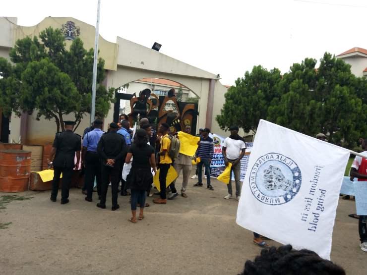 breaking: ondo youths shut down gov. akeredolu's office BREAKING: Ondo youths shut down Gov. Akeredolu's office 621AFFBA C273 4533 9F13 C896F795977E