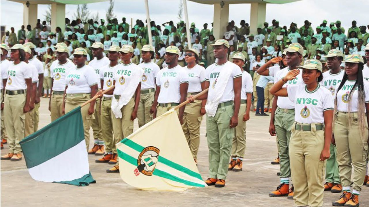 Corps Member Gives Free Medical Service In Niger Camp
