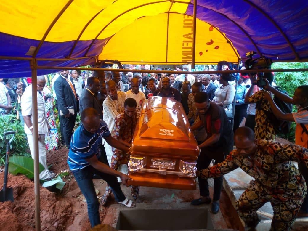 BB40DE79 BACA 4DB7 8BDD 9F6B08FD0AD2 - Slain Ondo Varsity Professor buried amid tears, tributes [PHOTOS]