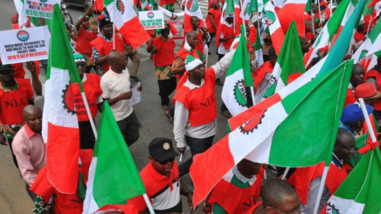 The Nigeria Labour Congress (NLC), has issued a one week ultimatum to Bauchi State Government to address the anomalies that left no fewer than 10,000 workers without salary. It said that if the government failed to address the issue within the period, the union will not be able to gurantee industrial harmony in thestate. This […]