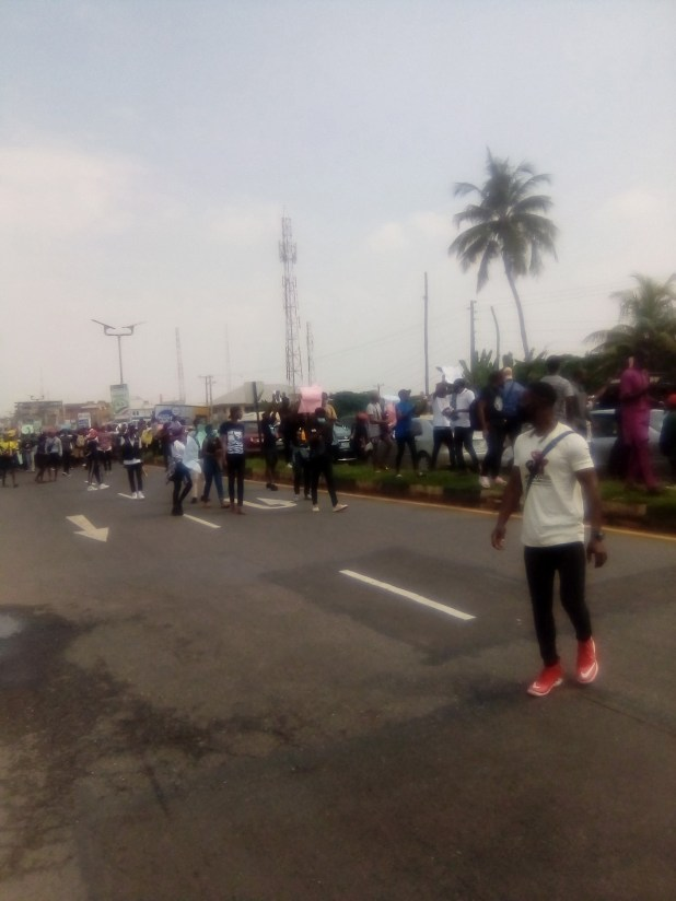 IMG 20201013 103248 8 - Oyo Secretariat shut as protesters call for total ban of SARS [PHOTOS]