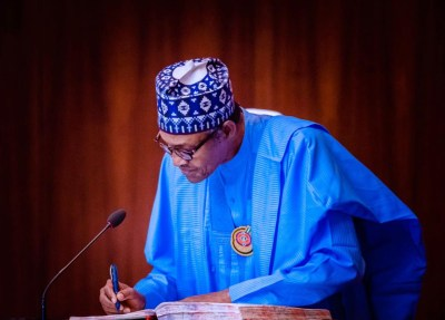 President Buhari signs 2021 budget