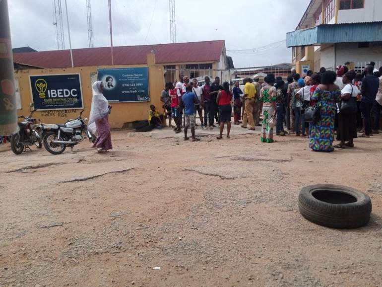 Occupants of govt complex in Osogbo stage protest, accuse IBEDC of tampering with electricity transformer