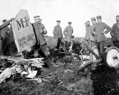 Avion francais abattu pres de VERDUN photo de Max Kranz