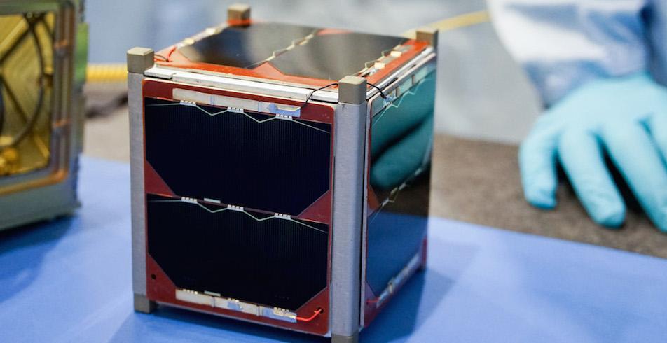 Le satellite OUFTI est un cubesat de 10 cm de côté.