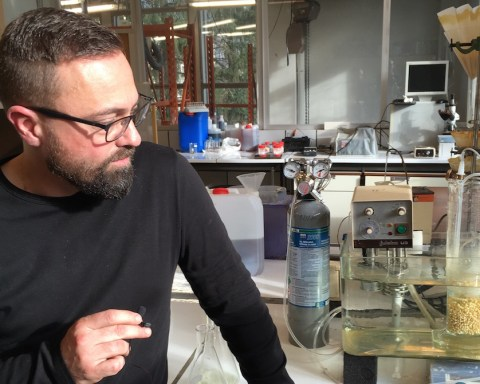 Projet Simorgh, encapsulation de bactéries pour récupérer des métaux utiles dans les déchets industriels.