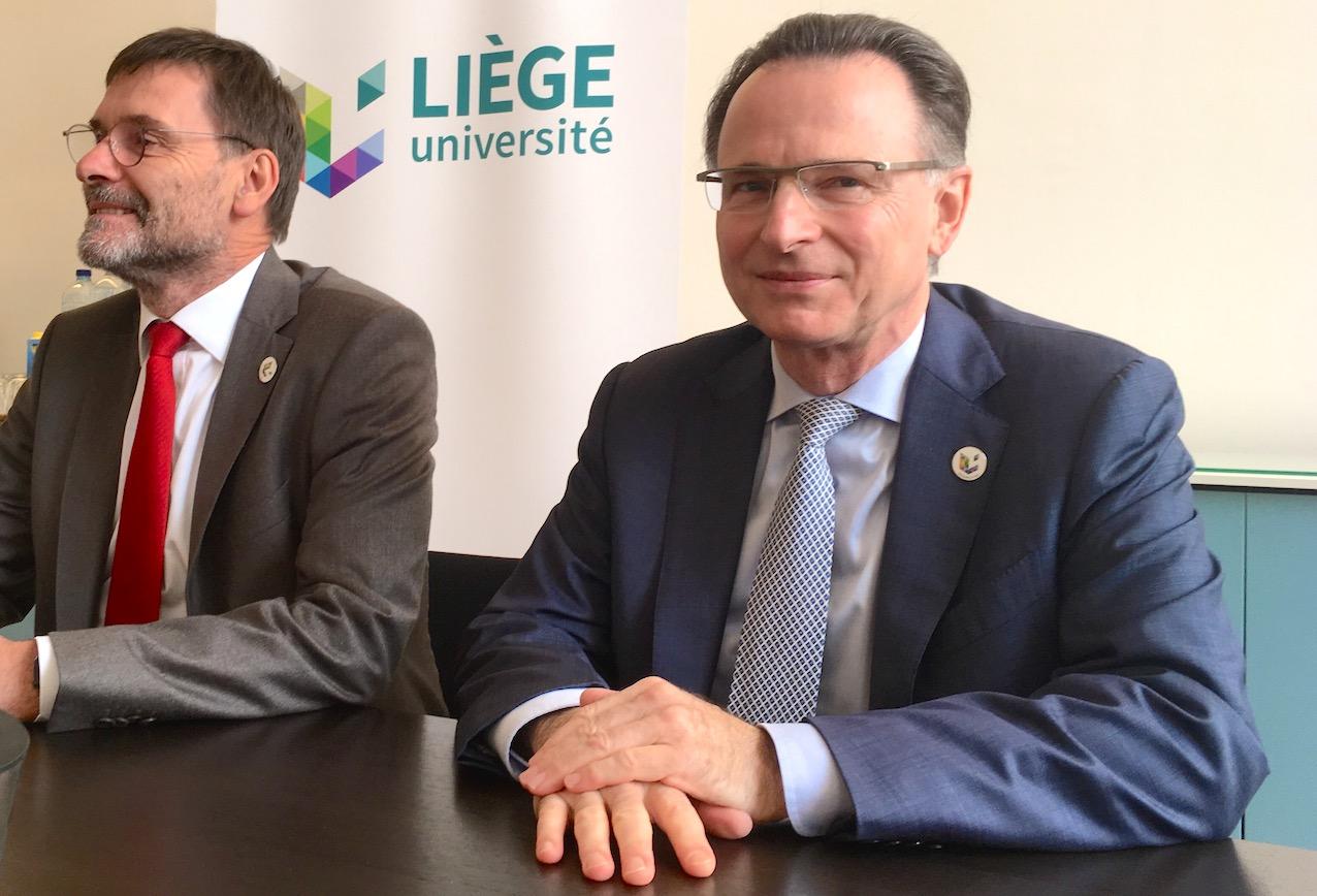 Le Pr Albert Corhay (à gauche) et le Pr Pierre Wolper, nouveau recteur de l'ULiège