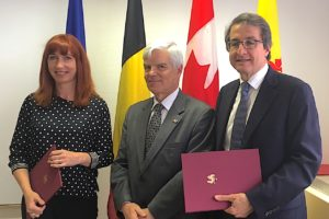 Autour de l'Ambassadeur du Canada en Belgique, Mme Pascale Delcomminette (WBI) et le Dr Alejandro Adem (Mitacs), lundi à Bruxelles.