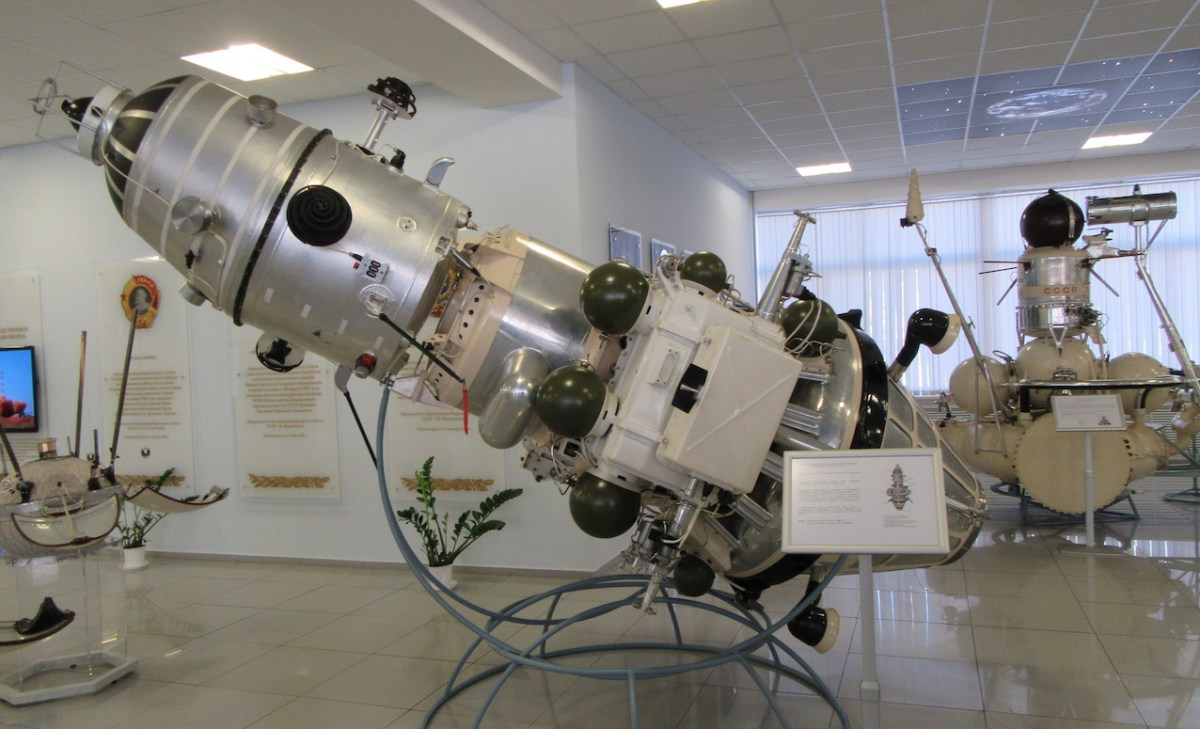 La sonde Luna 10, lancée en 1966, fut le premier satellite artificiel de la Lune. © CDB
