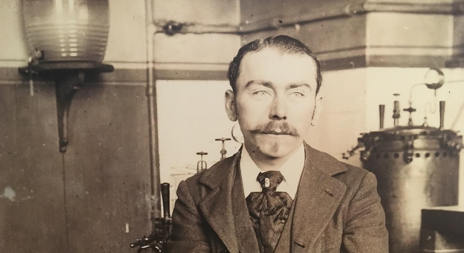 Jules Bordet à Paris, en 1898. © Archives de l'Institut Pasteur à Paris.
