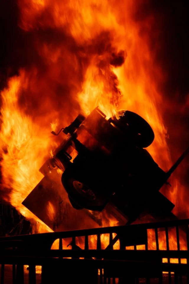A light stand is set on fire during protest on the University of California-Berkeley campus against Milo Yiannopoulos. (Photo: Jeremy Breningstall/ZUMA Press/Newscom)