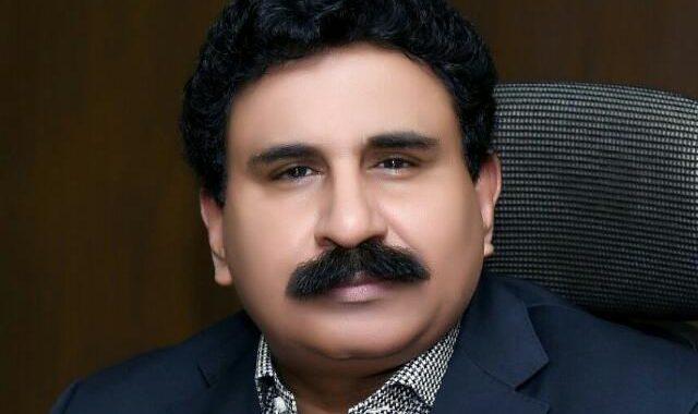 ملک مقروض :اشرافیہ کی پانچوں انگلیاں گھی میں! ۔۔۔ علی احمد ڈھلوں