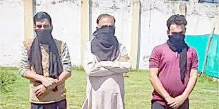 پاکستانی پرچم لہرانے کے الزام میں تین افراد گرفتار