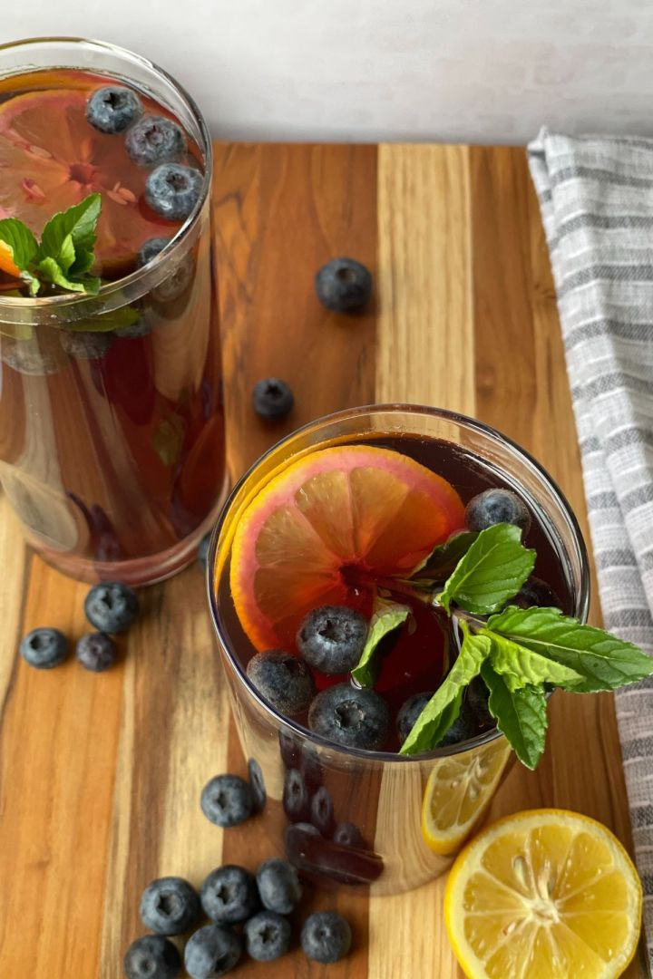 blueberry iced tea with lemon mint and fresh blueberries