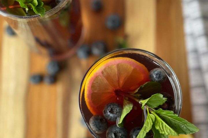blueberry iced tea with mint and lemon