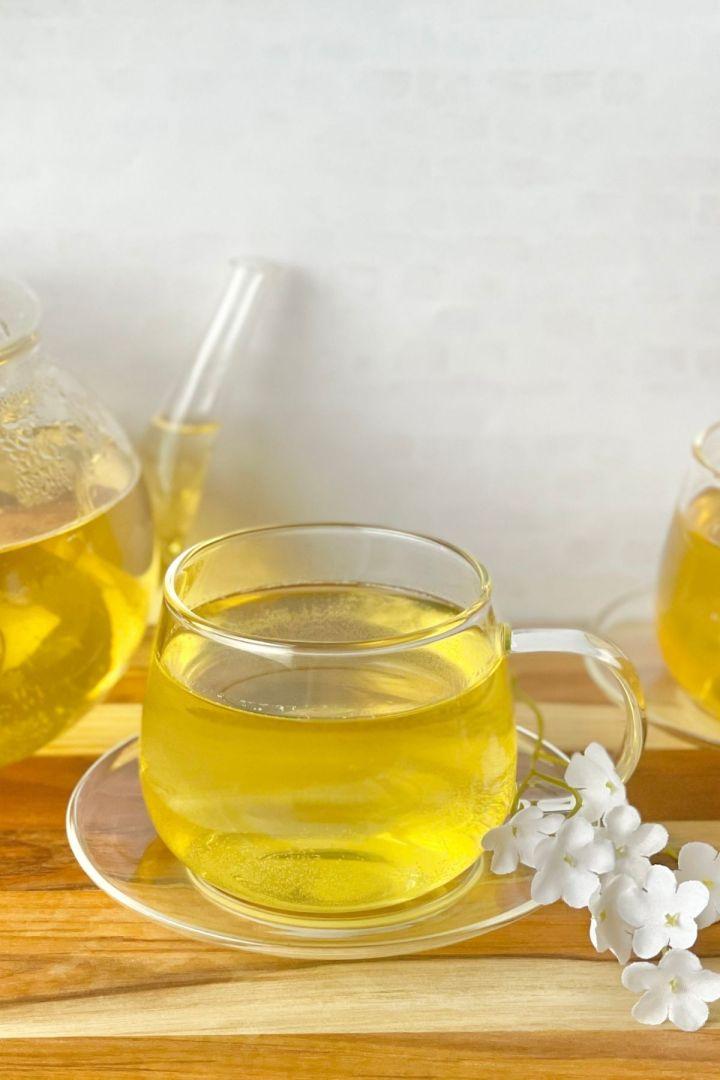jasmine tea in teacup with jasmine flowers